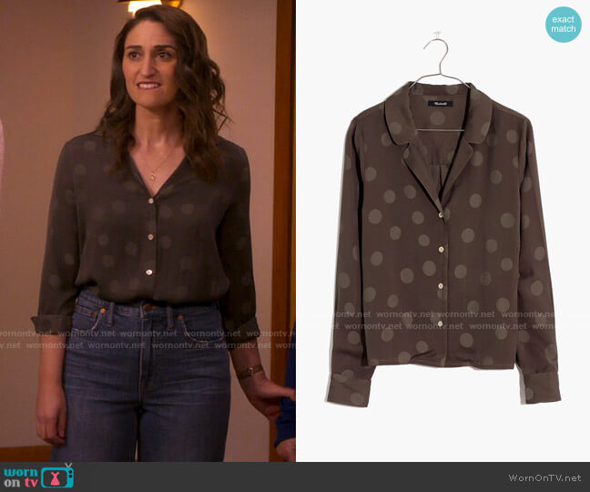 Madewell Jacquard Dot Pajama Shirt in Large Dot Jacquard Capers worn by Dawn Solano (Sara Bareilles) on Girls5eva