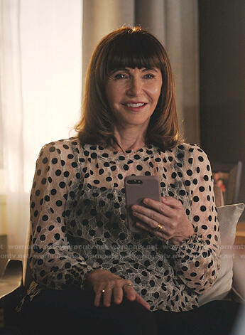 Maggie's white floral blouse on Zoeys Extraordinary Playlist