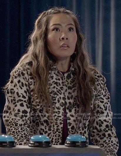 Mary's leopard print coat on Batwoman