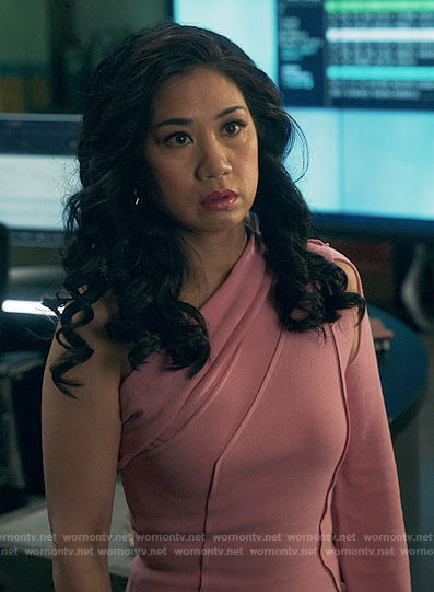Mel's pink one-shoulder dress on The Equalizer