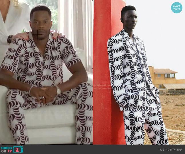Mogo by Tongoro worn by Jeff Colby (Sam Adegoke) on Dynasty