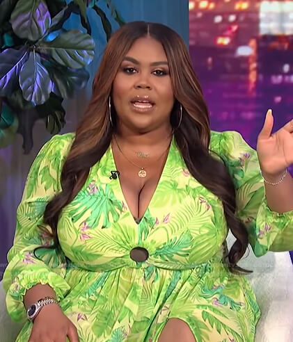 Nina's green tropical print dress on E! News Nightly Pop