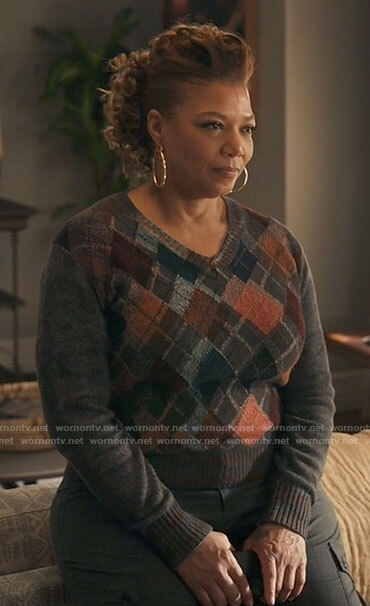 Robyn's argyle v-neck sweater on The Equalizer