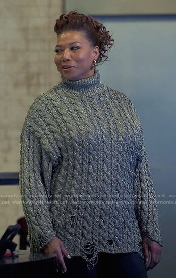 Robyn's silver cable knit turtleneck sweater on The Equalizer