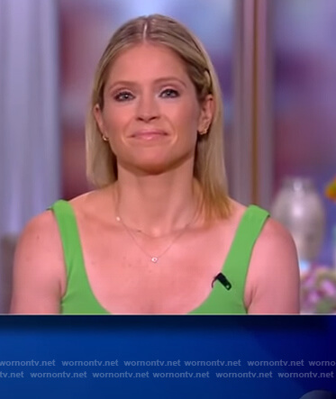 Sara's green knotted sleeveless dress on The View