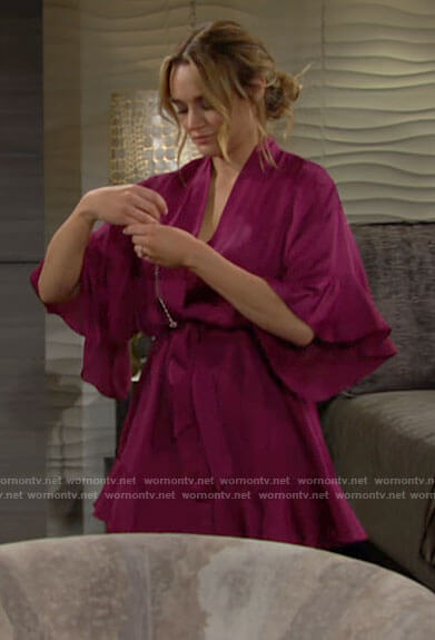 Summer's pink satin robe on The Young and the Restless