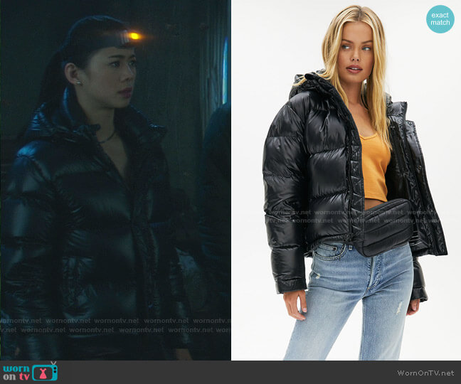 The Super Puff Shorty jacket by Tna worn by George Fan (Leah Lewis) on Nancy Drew