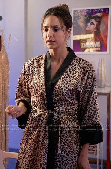 Zari's leopard print robe on Legends of Tomorrow