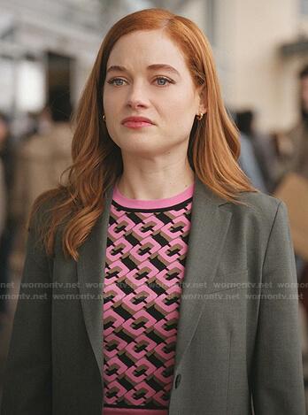 Zoey's pink geometric print sweater on Zoeys Extraordinary Playlist