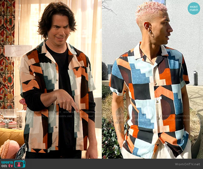 ASOS DESIGN relaxed camp collar shirt with abstract blocks print in brown worn by Spencer Shay (Jerry Trainor) on iCarly