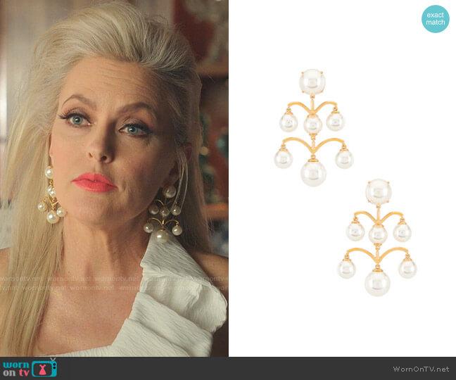Ashford Pearl Chandelier Earrings by Lele Sadoughi worn by Alexis Carrington (Elaine Hendrix) on Dynasty