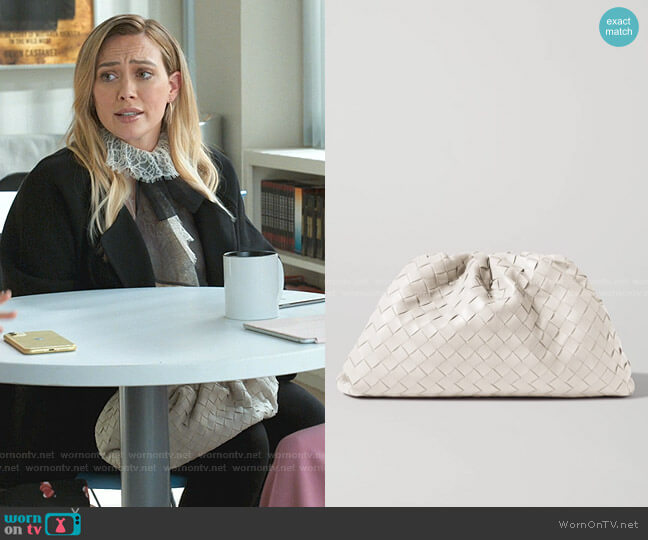 The Pouch Leather Clutch by Bottega Veneta worn by Kelsey Peters (Hilary Duff) on Younger