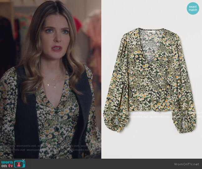 Balloon-sleeved blouse by H&M worn by Sutton (Meghann Fahy) on The Bold Type