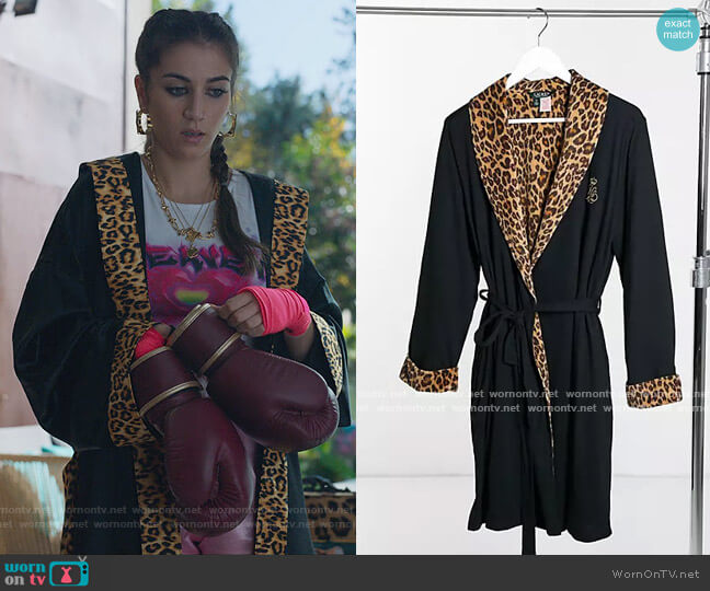 Velour Lined Robe with Leopard Trim in black by Ralph Lauren worn by Rebeca (Claudia Salas) on Elite