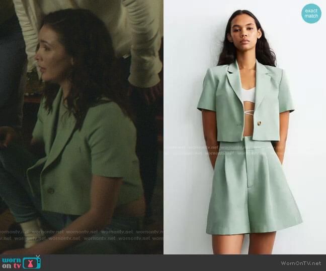 Linen Blend Cropped Blazer by Zara worn by Bess (Maddison Jaizani) on Nancy Drew