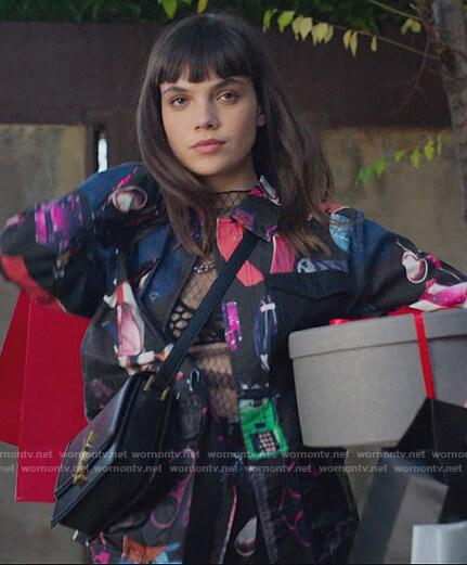 Mencia's black printed jacket and shorts on Elite