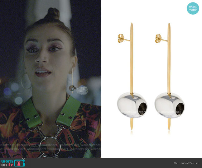 Earring Tapeo Silver and Gold olives by Rod Almayate worn by Rebeca (Claudia Salas) on Elite