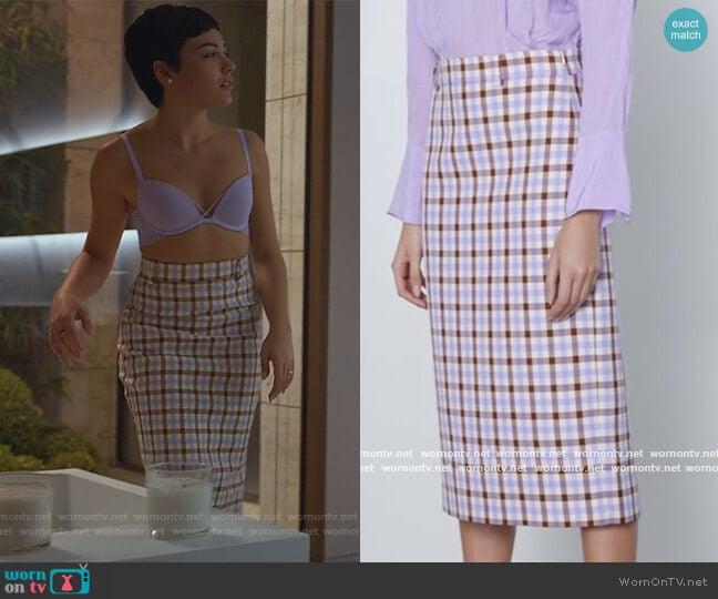 Plaid Pencil Skirt in Lilac by Zara worn by Ari Blanco (Carla Diaz) on Elite