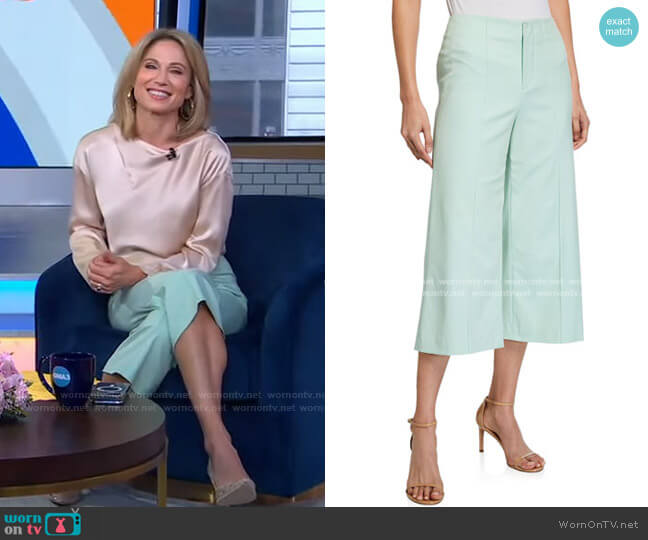 Dylan Crop Pants by Alice + Olivia worn by Amy Robach  on Good Morning America
