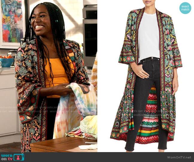 Alice + Olivia Dottie Reversible Kimono worn by Harper (Laci Mosley) on iCarly