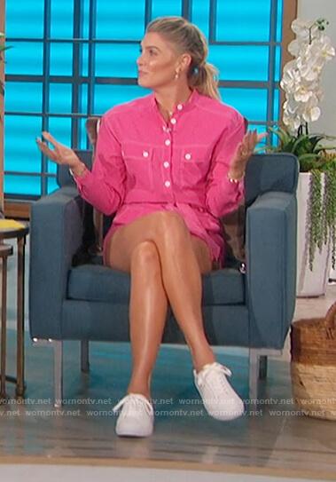 Amanda's pink shirt and shorts on The Talk