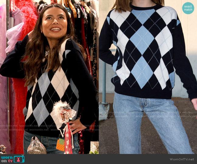 Brandy Melville Bernadette Sweater worn by Carly Shay (Miranda Cosgrove) on iCarly