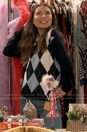 Harper's blue sky print sherpa jacket and yellow butterfly cami on iCarly