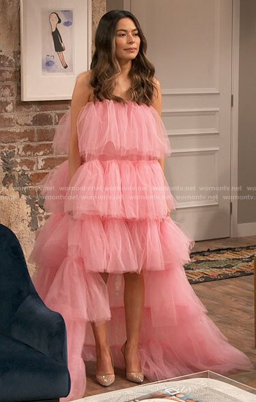 Carly's pink ruffled strapless dress on iCarly