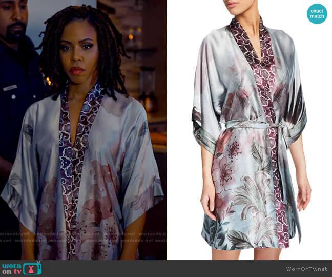 Christine Solitude Floral-Print Silk Short Robe worn by Andrea Barnes (Kj Smith) on Tyler Perrys Sistas