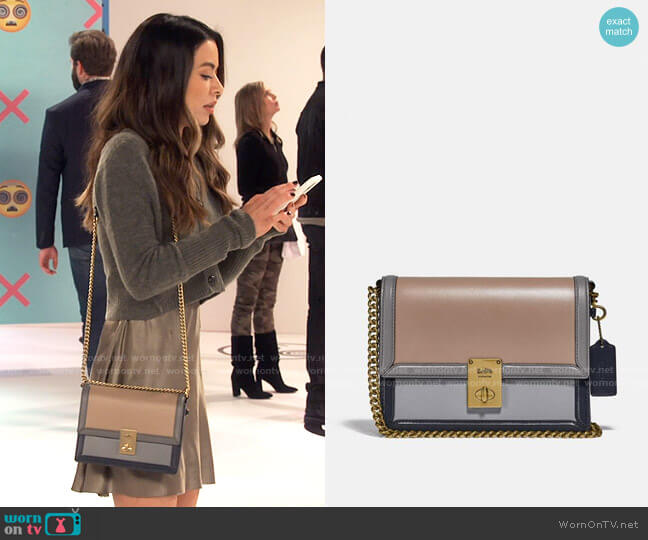 Coach Hutton Shoulder Bag in Colorblock worn by Carly Shay (Miranda Cosgrove) on iCarly