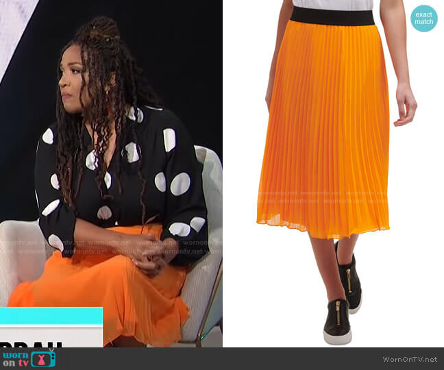 Pleated Skirt by DKNY worn by Kym Whitley  on E! News