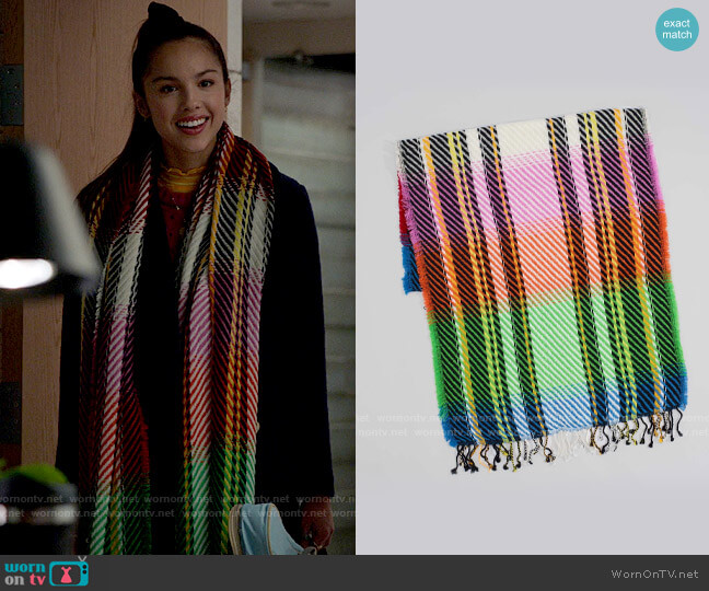 Echo Oversized Ombre Twill Oblong Scarf worn by Nini (Olivia Rodrigo) on High School Musical The Musical The Series