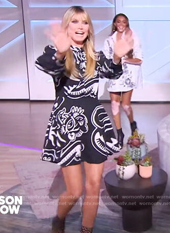 Heidi Klum's printed mini dress on The Kelly Clarkson Show