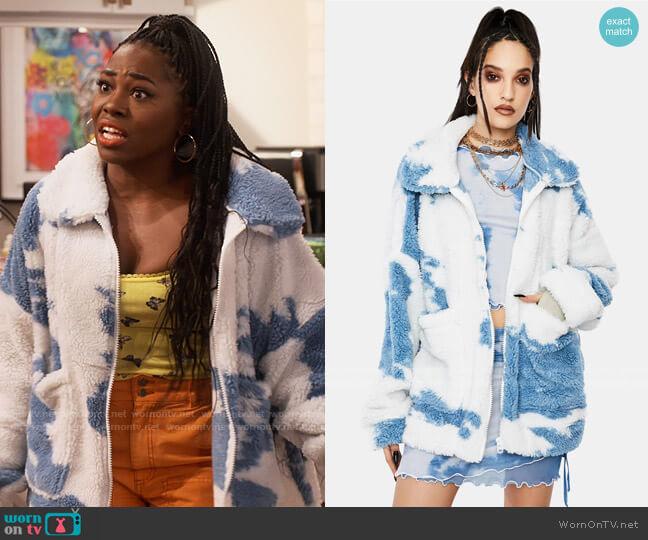 Jaded London Cloud Print Teddy Fleece Oversized Jacket worn by Harper (Laci Mosley) on iCarly