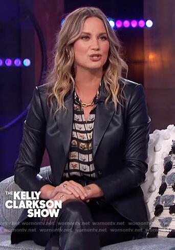 Jennifer Nettles's Marilyn Monroe photo print shirt on The Kelly Clarkson Show