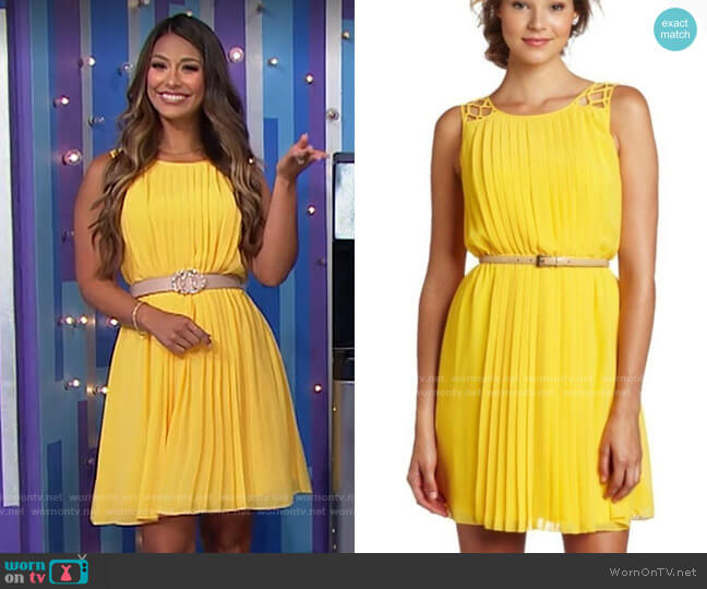 Jessica Simpson Belted Pleated Dress worn by Manuela Arbeláez  on The Price is Right