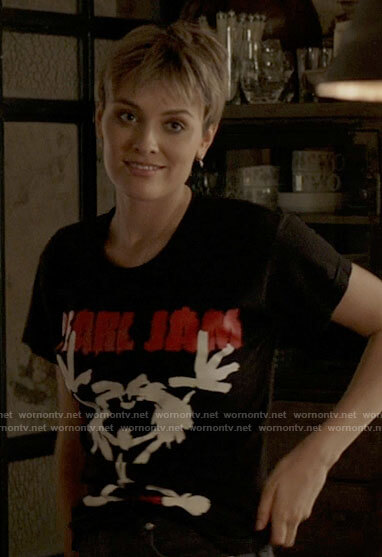 Kate's Pearl Jam Alive t-shirt on Batwoman
