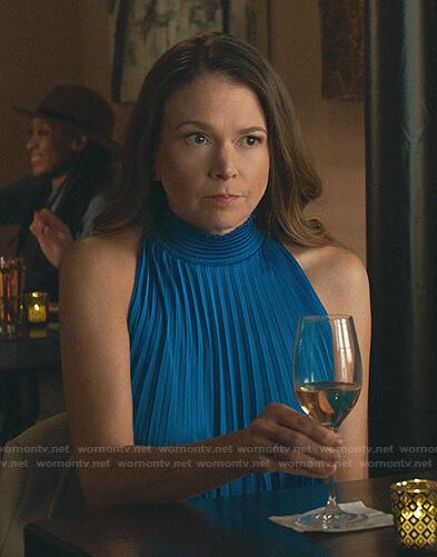 Quinn's black off-shoulder knit dress on Younger
