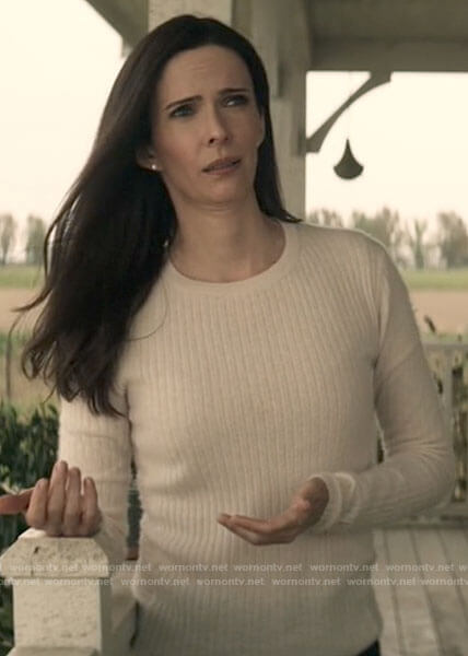 Lois's white ribbed sweater on Superman and Lois