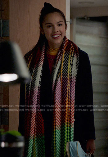 Nini's multicolored scarf on High School Musical The Musical The Series