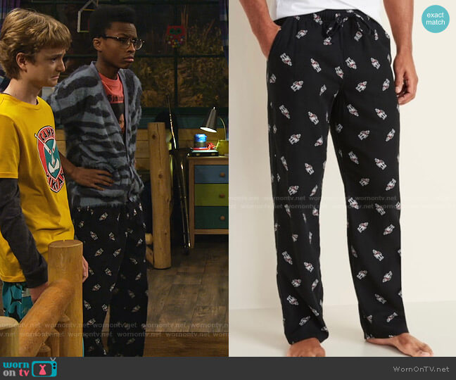 Patterned Flannel Jogger Pajama Pants by Old Navy worn by Noah Lambert (Israel Johnson) on Bunkd