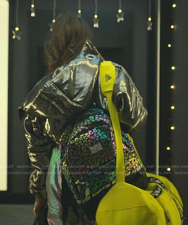 Rebeca's yellow duffel bag on Elite