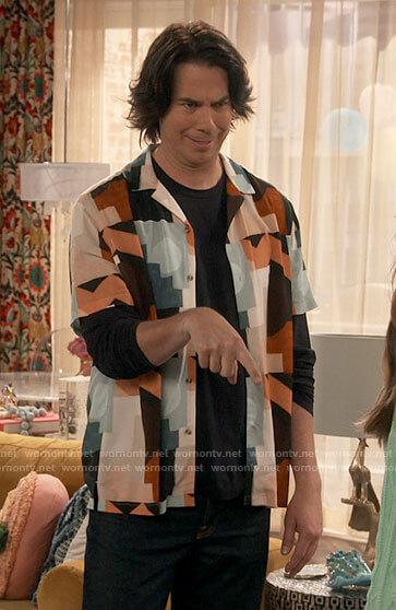 Spencer's geometric print shirt on iCarly