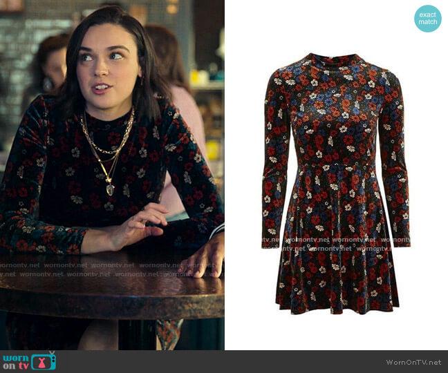 Topshop Floral Velvet Dress worn by Lucy (Ava Capri) on Love Victor
