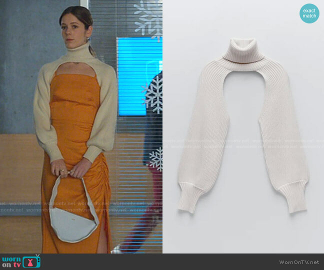 Turtleneck Sleeve Scarf by Zara worn by Cayetana Grajera Pando (Georgina Amoros) on Elite