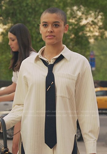 Luna's white ruched sleeve blouse on Gossip Girl