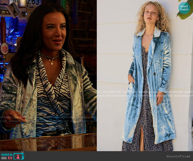 Free People Velvet Sienna Duster worn by Maria DeLuca (Heather Hemmens) on Roswell New Mexico