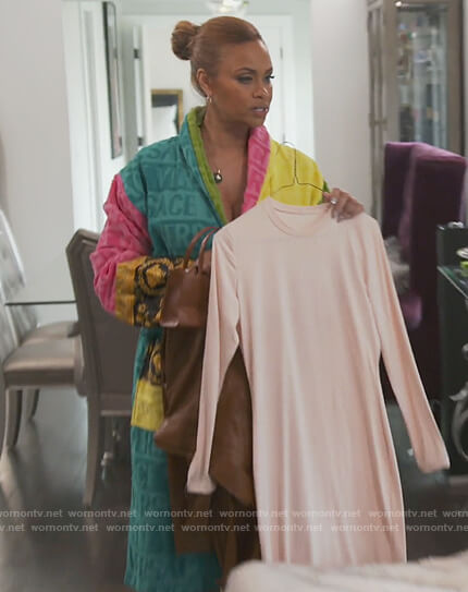 Gizelle's colorblock robe on The Real Housewives of Potomac