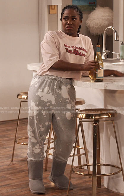Harper's grey paint splatter sweatpants on iCarly