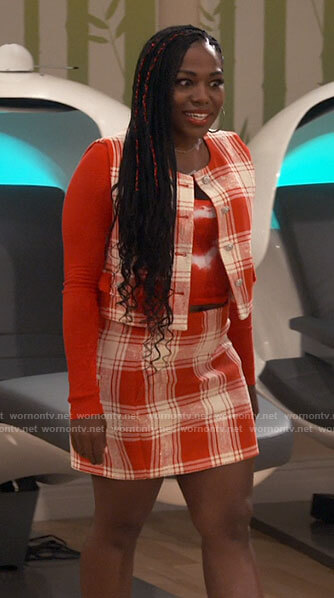 Haper's red plaid top and skirt set on iCarly